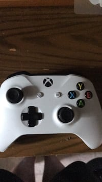 white Xbox One wireless controller Pickering, L1W 1H2