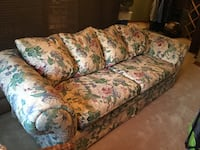 Clean and comfortable couch Vancouver, 98662
