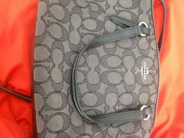 Coach mini satchel in great condition !