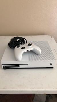 White xbox one with game controller Slidell, 70461