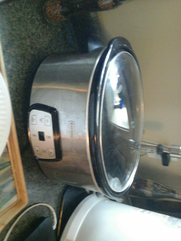 gray Black and Decker slow cooker