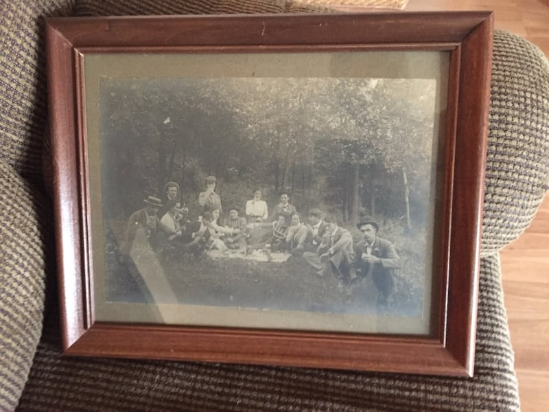 Vintage picture picnic in the woods a18cfe1f-1b22-4d01-a5cc-e21f355fdb53