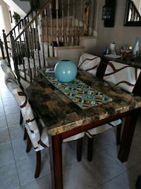 Diningroom Table / Chairs/ Wet Bar