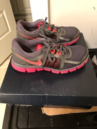 pair of black-and-pink Nike running shoes 1030 mi