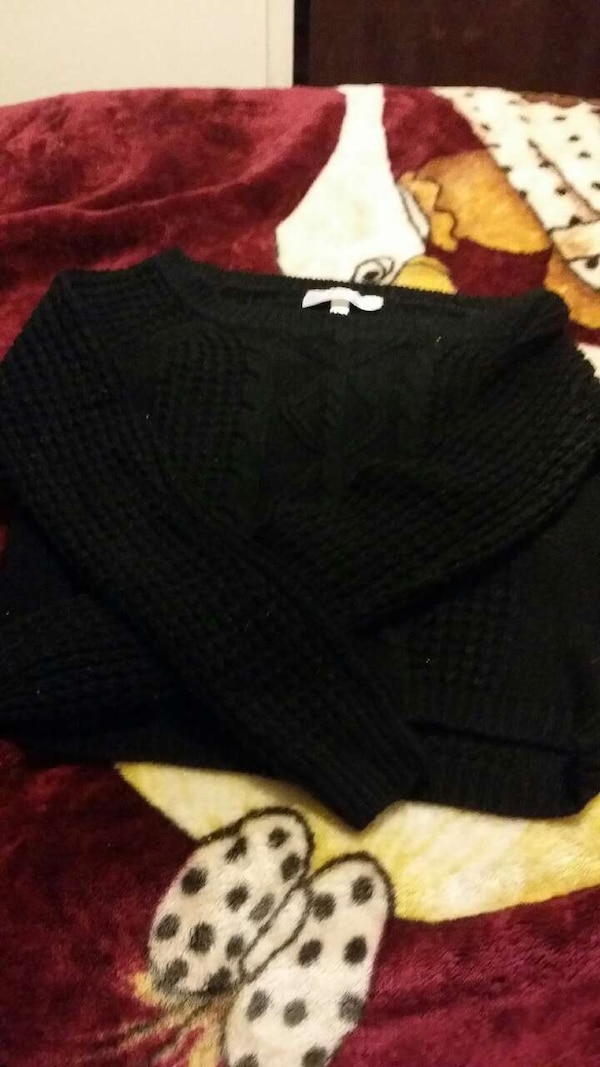 black sweater Size (S)