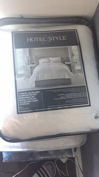 3 peace hotel style comforter set. New!!