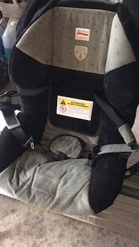 Britax boulevard baby car seat lightly used in great condition asking $100 this one we bought it for $500 Whitby, L1N 8C3