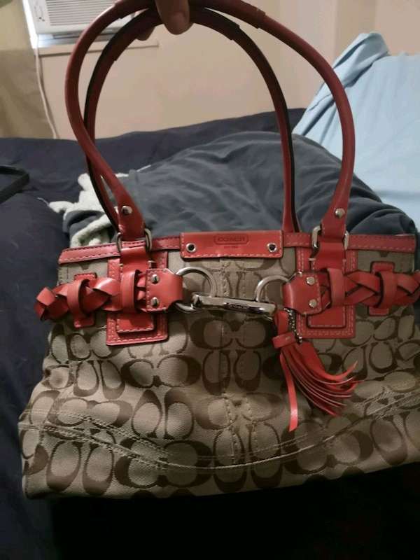Authentic Coach Purse *priced for fast sale* 44f3ea44-1212-4dca-8bf7-6bd2df5c7555