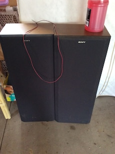 Two black Sony speakers excellent working