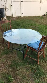 round brown wooden table with four chairs Lindenhurst, 11757