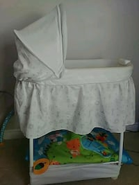 baby's white bassinet Cambridge, N1T 1W3