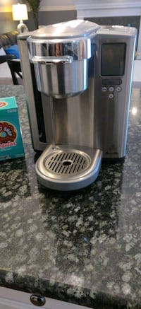 Single cup brewing machine, it comes  with 6 boxes Northville, 48168
