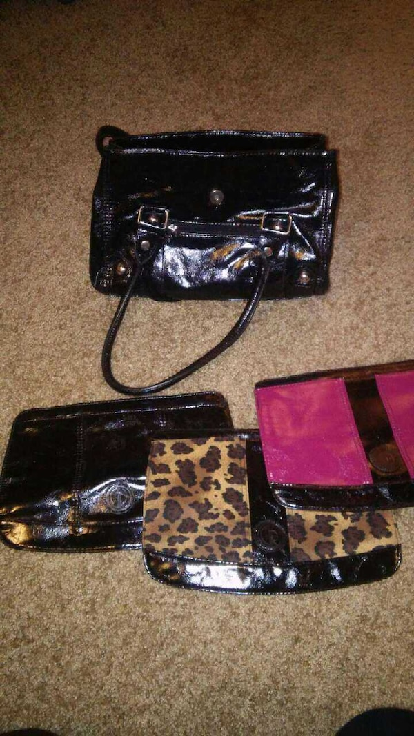 7c9046b5c72e7 Used 3 PURSES IN 1 (GWEN versatile handbags) for sale in Albany - letgo