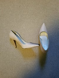 pair of white leather pointed toe heeled shoes Edmonton, T6T 0N3