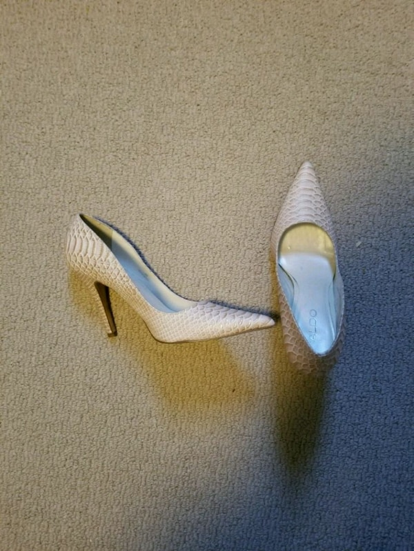 pair of white leather pointed toe heeled shoes 0