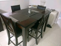Kitchen Table w Chairs Brampton