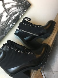 Pair of black leather boots Frisco, 75035