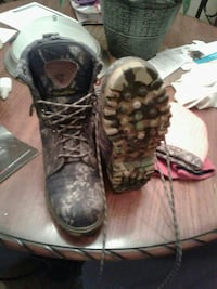 Size 8 camouflage boots  Hazel Green, 35750