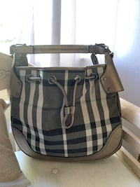 Burberry purse Vaughan, L4L 6W7