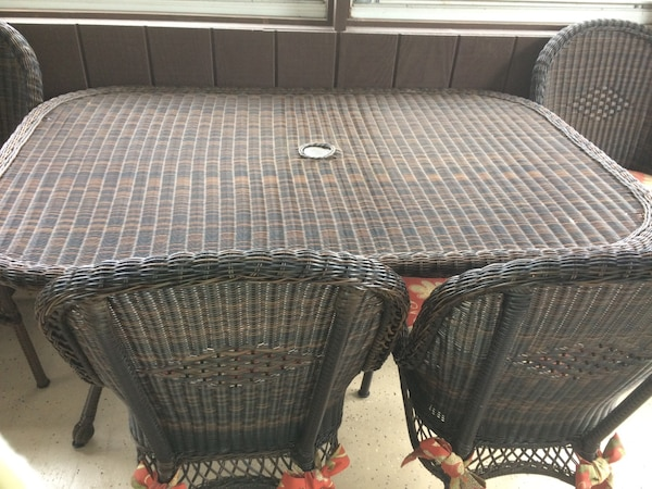 Pier One Oval Wicker Table With 4 Chairs Removable Cousins