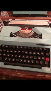 Mint colored typewriter comes with case  Huntington Park, 90255