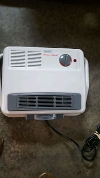 DELONGHI 1500 WATT PORTABLE HEATER /stand or can hang it up Spring Grove, 17362