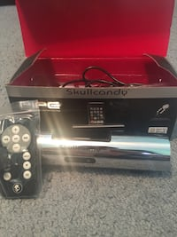 Silver skullcandy docking station with remote control and box Vernon, 07418