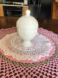 Vintage Milk Glass Covered Avon Candy Dish!  Cerritos, 90703