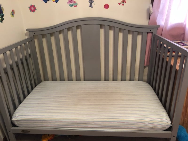 Graco selano convertible crib  1
