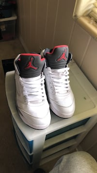 Pair of white-and-black air jordan basketball shoes size 9.5 Jacksonville, 32211