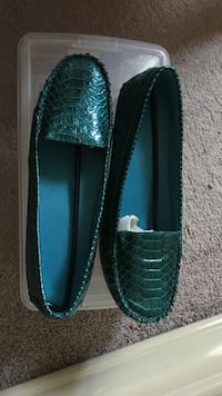 pair of green leather flats Gaithersburg, 20878
