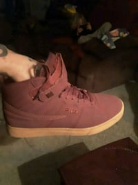 pair of red fila Bunker Hill, 25413