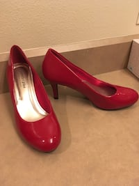 Red pumps size 6 Prineville, 97754