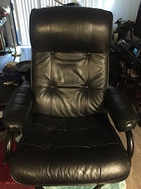 Black leather office rolling armchair Simi Valley, 93065