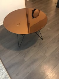Round copper trendy glass table- excellent condition  Toronto, M5V 0C2