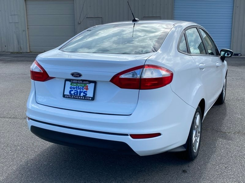 2018 Ford Fiesta SE sedan Oxford White !!! afaed0b9-ba24-45ef-9741-2c37cb000c82