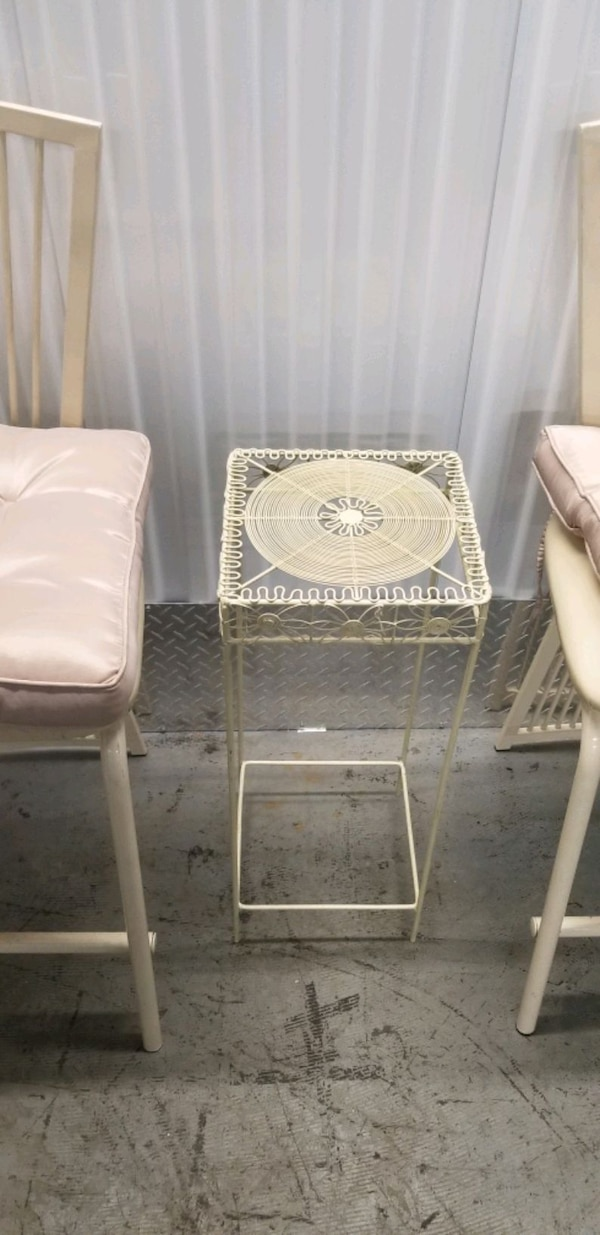 Vintage metal ulphurstered chair set 08396aaa-2988-4fe8-a004-de9cc0a645ee