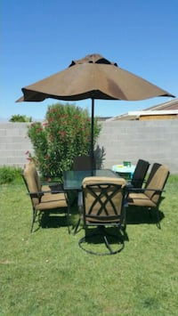 table with 6 chairs with umbrella  excellent con North Las Vegas, 89031