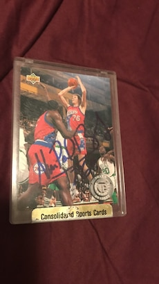 Sixers Shawn Bradley autographed card