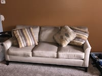 Like new living room furniture  Beachwood, 44122