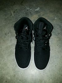 pair of black Nike low-top sneakers Cheltenham, 20623