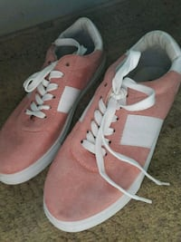 pair of pink-and-white low top sneakers Brownsville, 78520