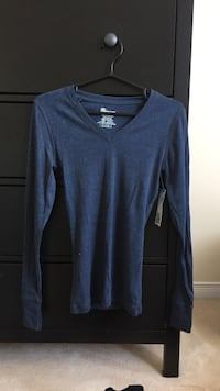 black v-neck long-sleeved shirt Ottawa, K1G 5R3