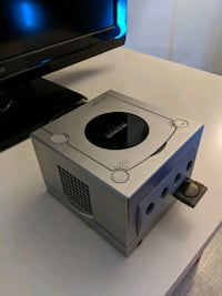 GameCube Console with Cables Vancouver, V5M 3B2