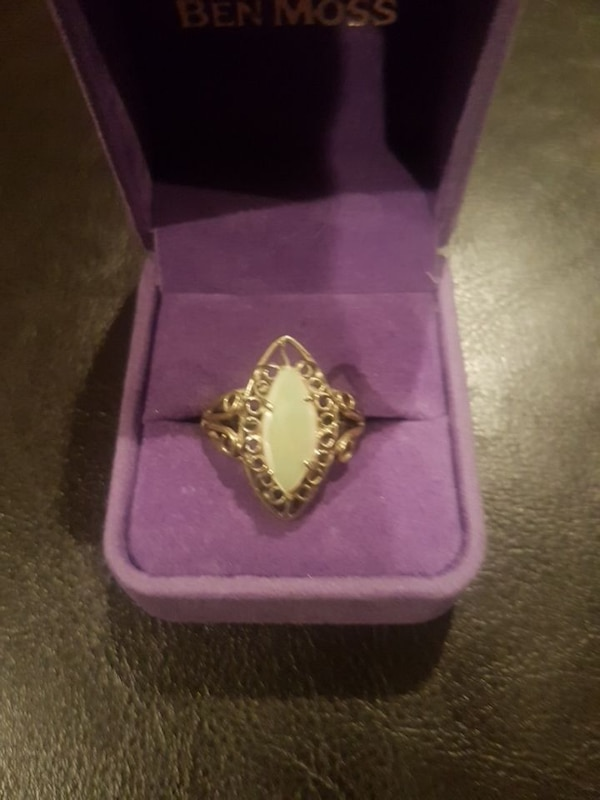 Mother of Pearl Sterling Silver Ring Size 8