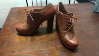 Size 6 Crown Vintage Shoes. Never worn  St. Louis Park, 55426