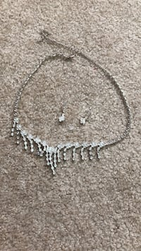 Silver set (necklace and earrings) King City