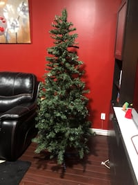 Christmas tree like new. Pick up near king George and 72ave