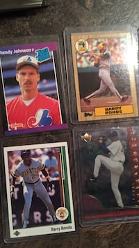 Assorted rookie cards.