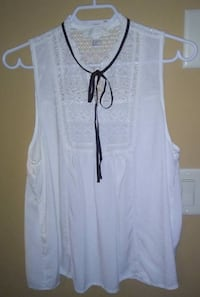 Forever 21 - White Top with Lace Frills Kelowna